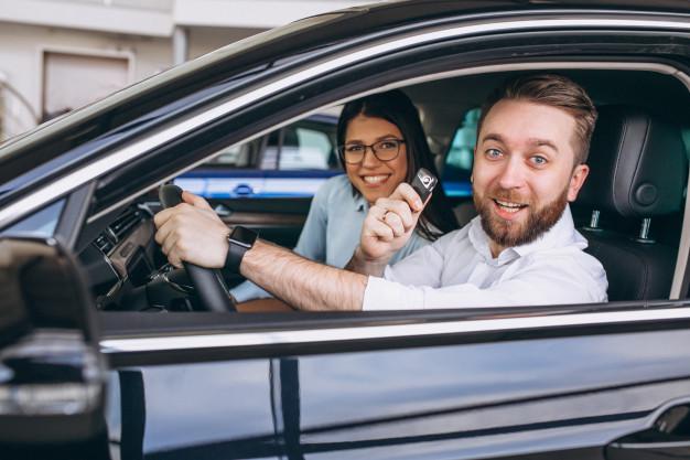 Após comprar um veículo, é necessário fazer a comunicação de venda ao Departamento Estadual de Trânsito do município e a transferência em um prazo de até 30 dias.