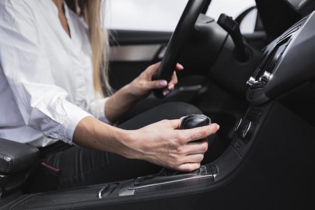 dirigir um carro com câmbio automático