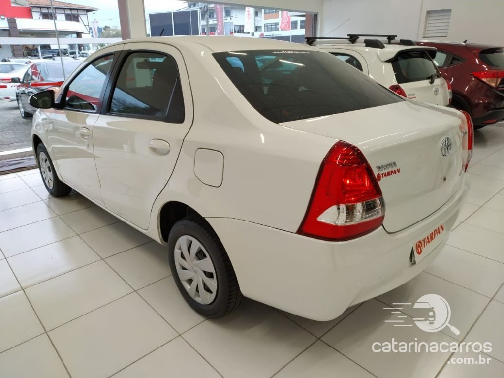 Carro Toyota Etios Sedan