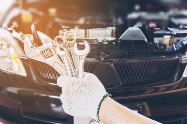 antes de comprar qualquer carro que seja usado, é indicado que você leve um mecânico de sua confiança para fazer a avaliação