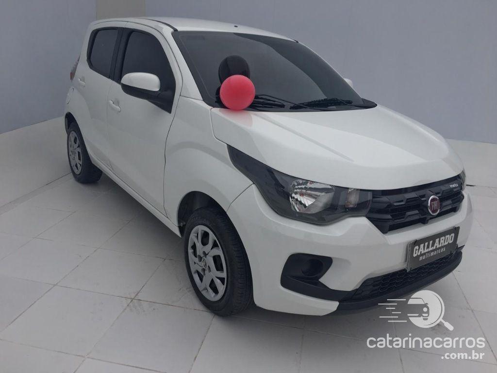 carro pequeno Fiat Mobi