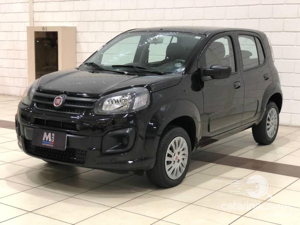 carro pequeno Fiat Uno